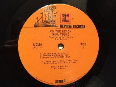 neil-young-on-the-beach-lp-nm-original-1a-pressing-1974-no-bar-code-guitar-rock-311422729842-6