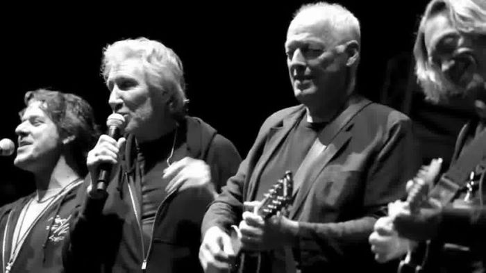 david-gilmour-and-roger-waters-behind-the-scenes-139