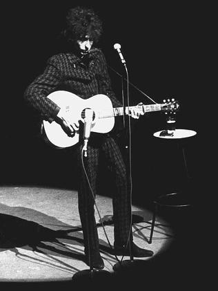 Dylan-on-stage-Melbourne-1966