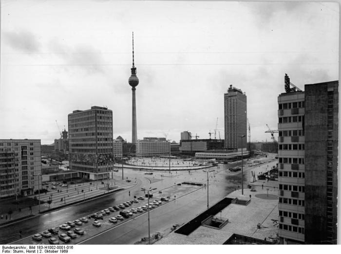 """Berlin, Alexanderplatz, """"Haus des Lehrers"""", Fernsehturm"""